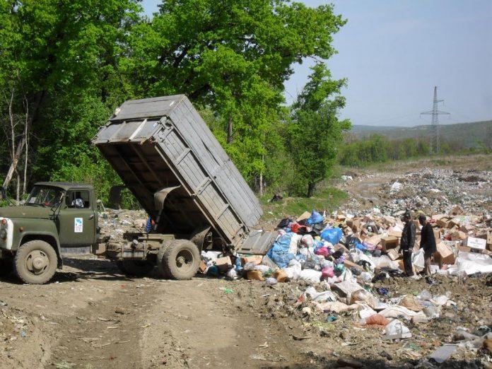 Несанкционированная свалка на Западном обходе Краснодара. Фото: прокуратура Краснодара